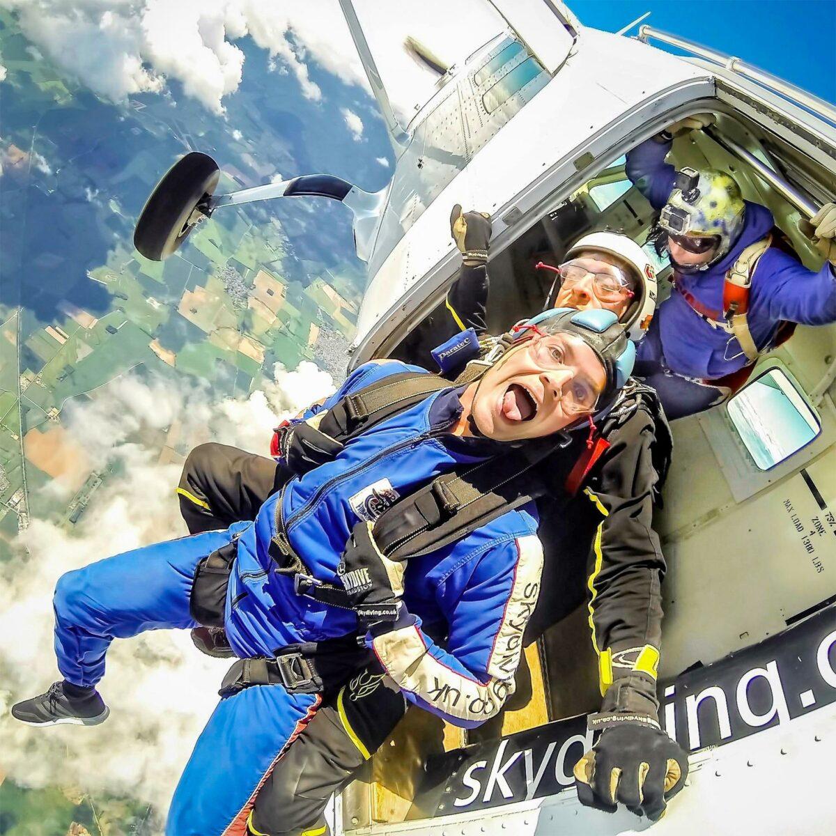 skydive-hibaldstow-tandem-skydiving-exit
