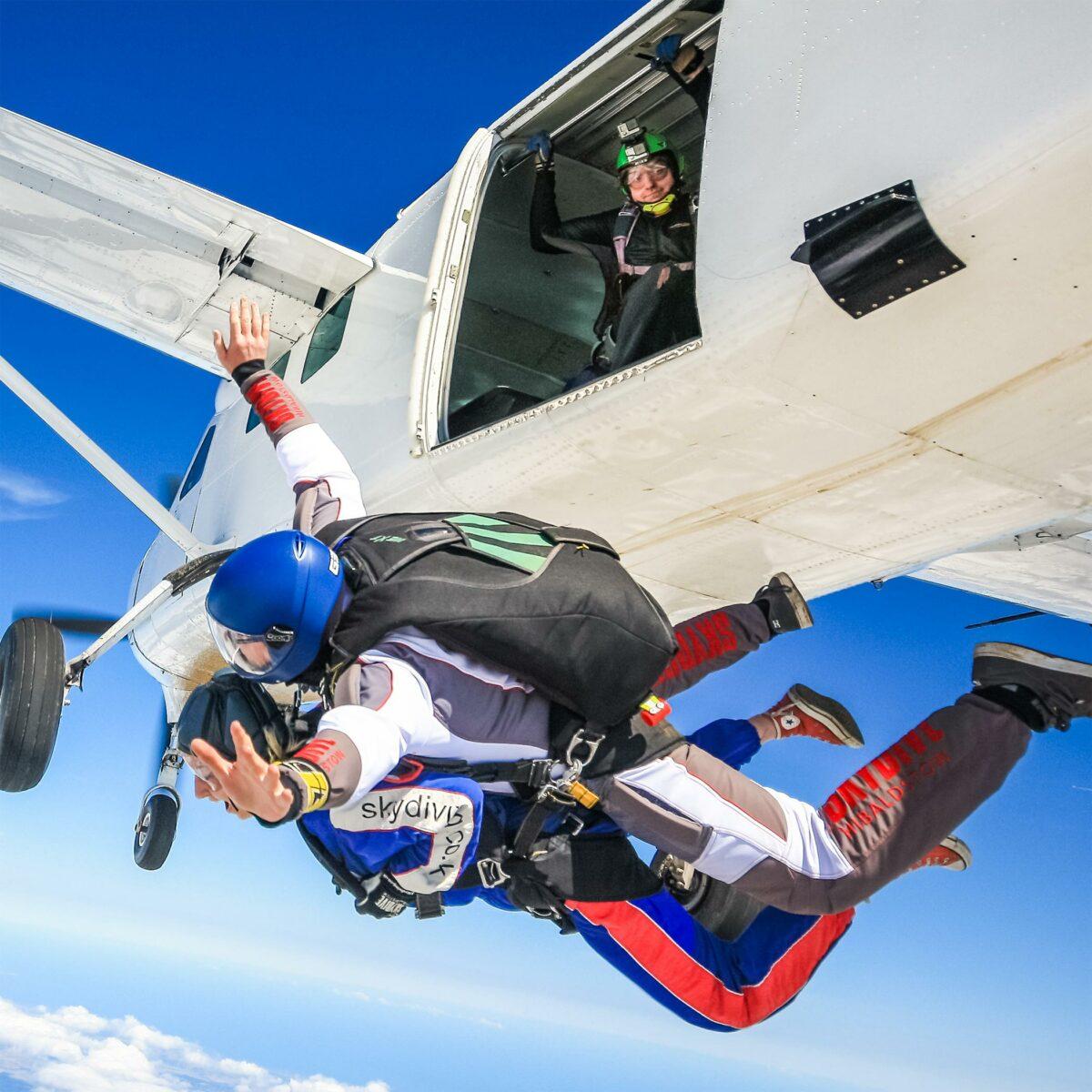skydive-hibaldstow-tandem-skydiving-plane